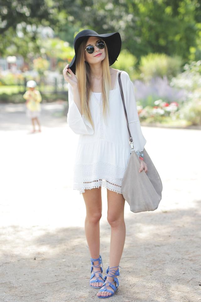 White Dress & Gladiator Sandalen 3