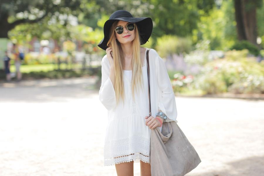 White Dress & Gladiator Sandalen 6