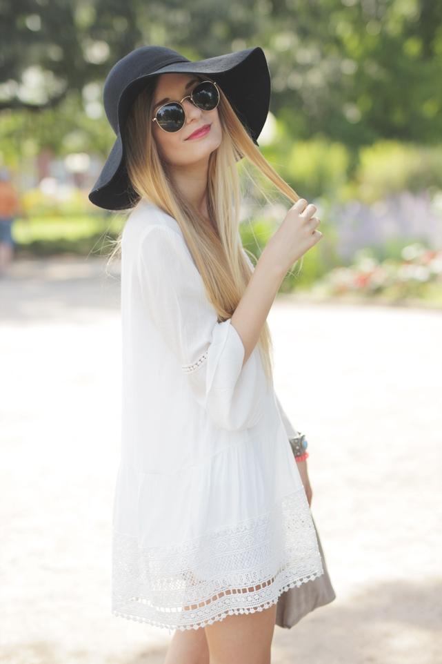White Dress & Gladiator Sandalen 8