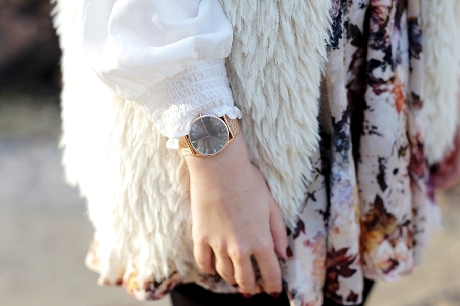 Modeblog-German-Fashion-Blog-Outfit-Fellweste-XXL-Schal-10