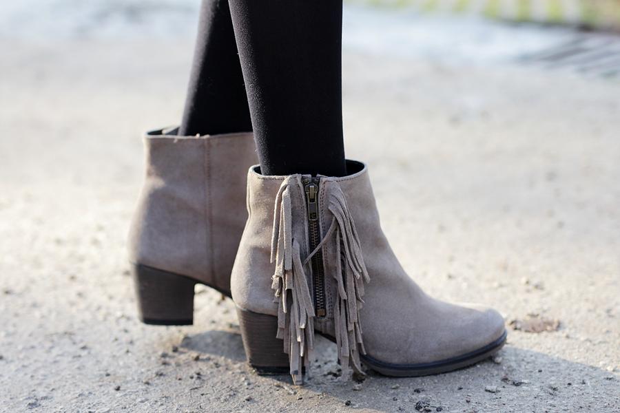 Modeblog-German-Fashion-Blog-Outfit-Fellweste-XXL-Schal-11