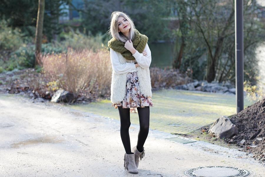 Modeblog-German-Fashion-Blog-Outfit-Fellweste-XXL-Schal-3