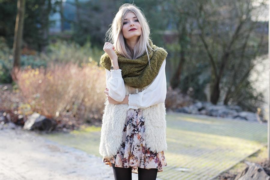 Modeblog-German-Fashion-Blog-Outfit-Fellweste-XXL-Schal-5