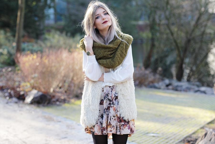 Modeblog-German-Fashion-Blog-Outfit-Fellweste-XXL-Schal-6