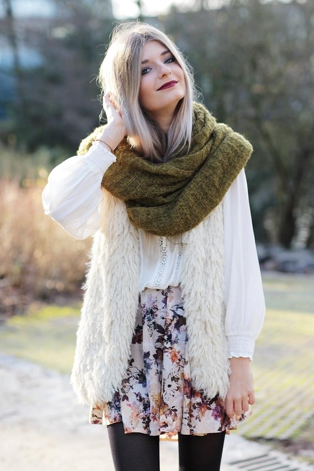 Modeblog-German-Fashion-Blog-Outfit-Fellweste-XXL-Schal-7