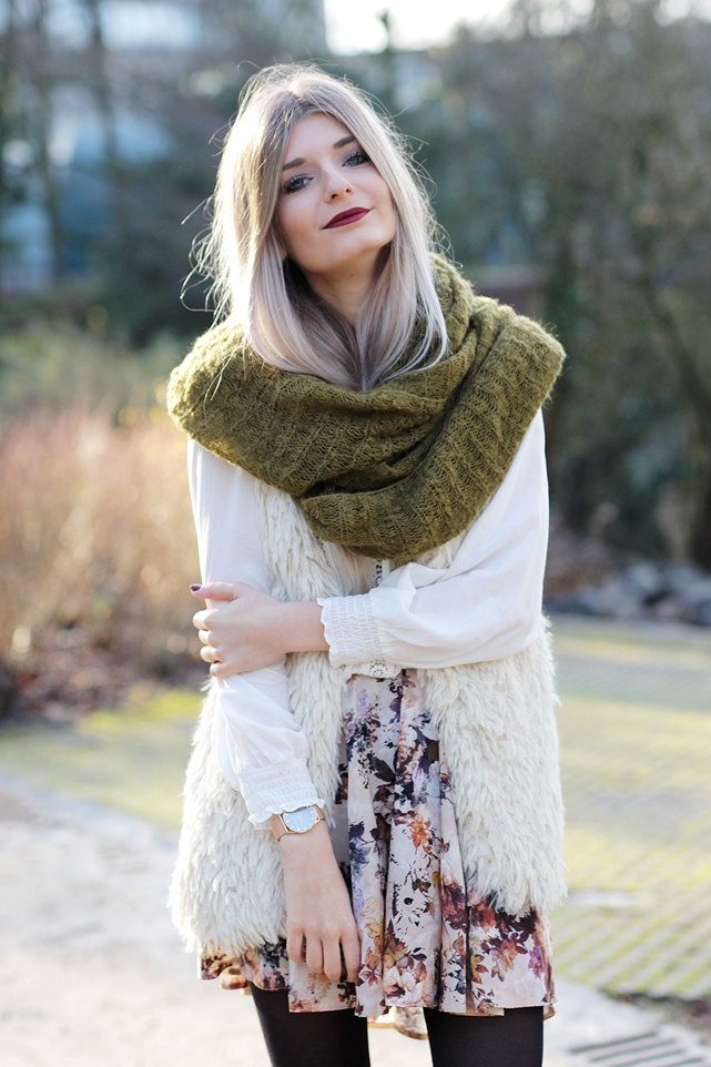 Modeblog-German-Fashion-Blog-Outfit-Fellweste-XXL-Schal-8