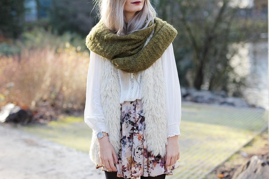 Modeblog-German-Fashion-Blog-Outfit-Fellweste-XXL-Schal-9