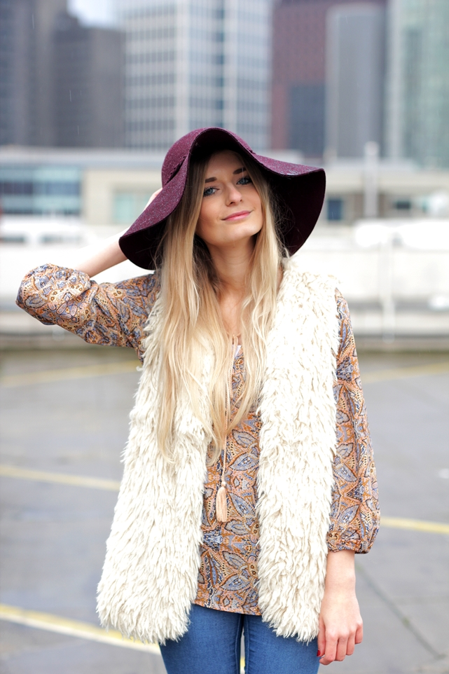 Deutscher-Modeblog-German-Fashion-Blog-Black-Outfit-Boho-Fake-Fur-Weste-6