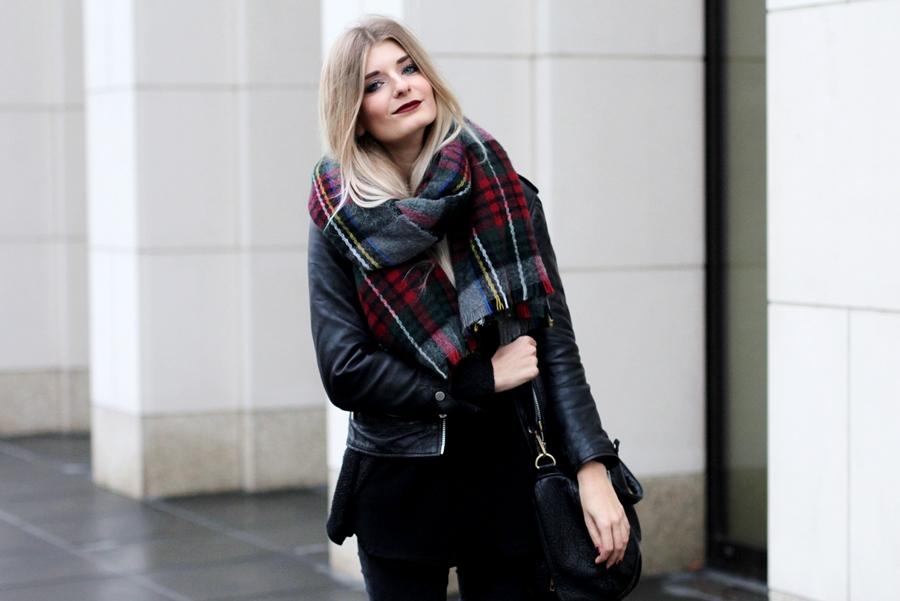 Deutscher-Modeblog-German-Fashion-Blog-Black-Outfit-Lederjacke-5