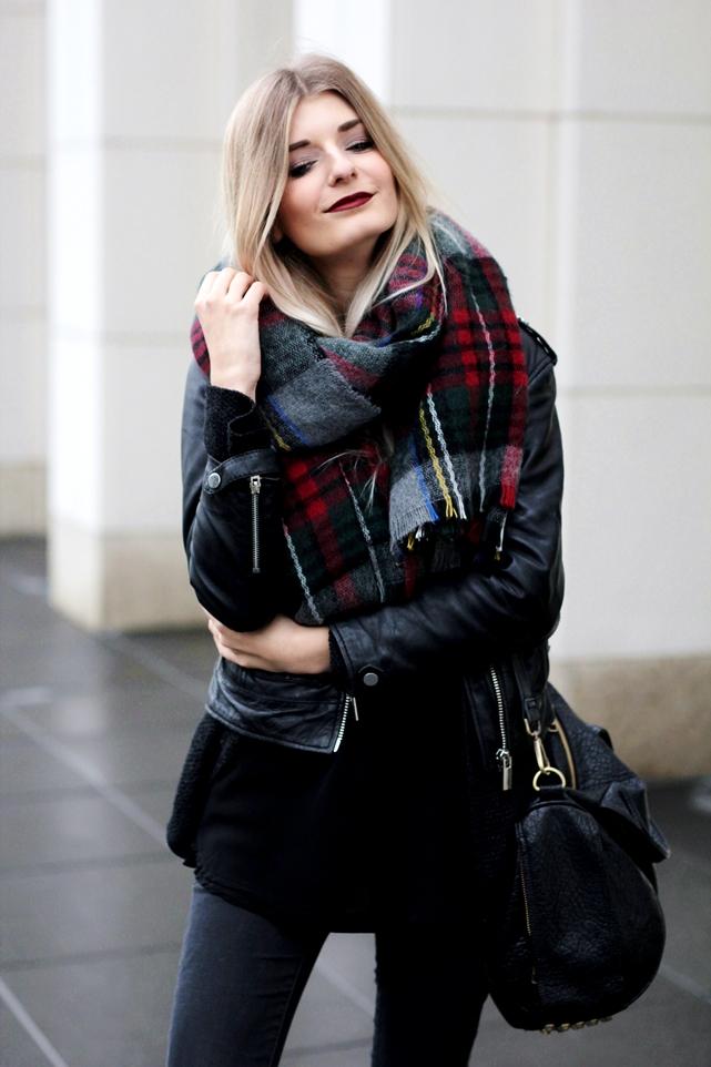 Deutscher-Modeblog-German-Fashion-Blog-Black-Outfit-Lederjacke-7