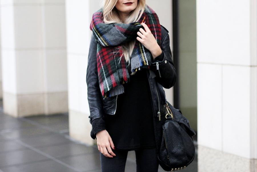 Deutscher-Modeblog-German-Fashion-Blog-Black-Outfit-Lederjacke-8