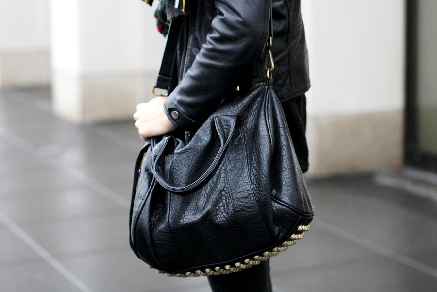Deutscher-Modeblog-German-Fashion-Blog-Black-Outfit-Lederjacke-9