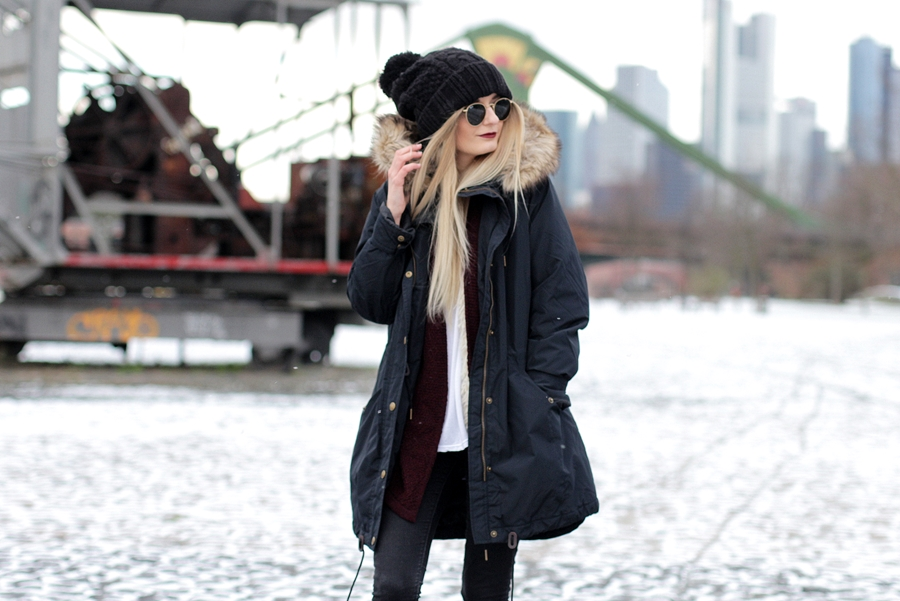 Deutscher-Modeblog-German-Fashion-Blog-Black-Outfit-Winterjacke-Mütze-Doc-Martens-9