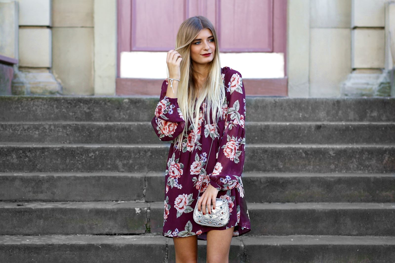 modeblog-german-fashion-blog-outfit-stiefeletten-rotes-blumenkleid-7