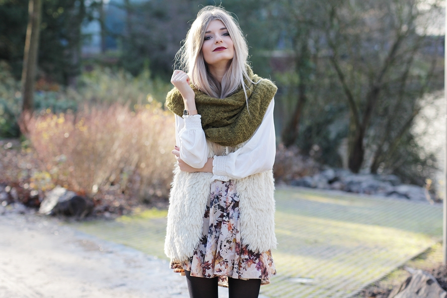 Modeblog-German-Fashion-Blog-Outfit-Fellweste-XXL-Schal-5