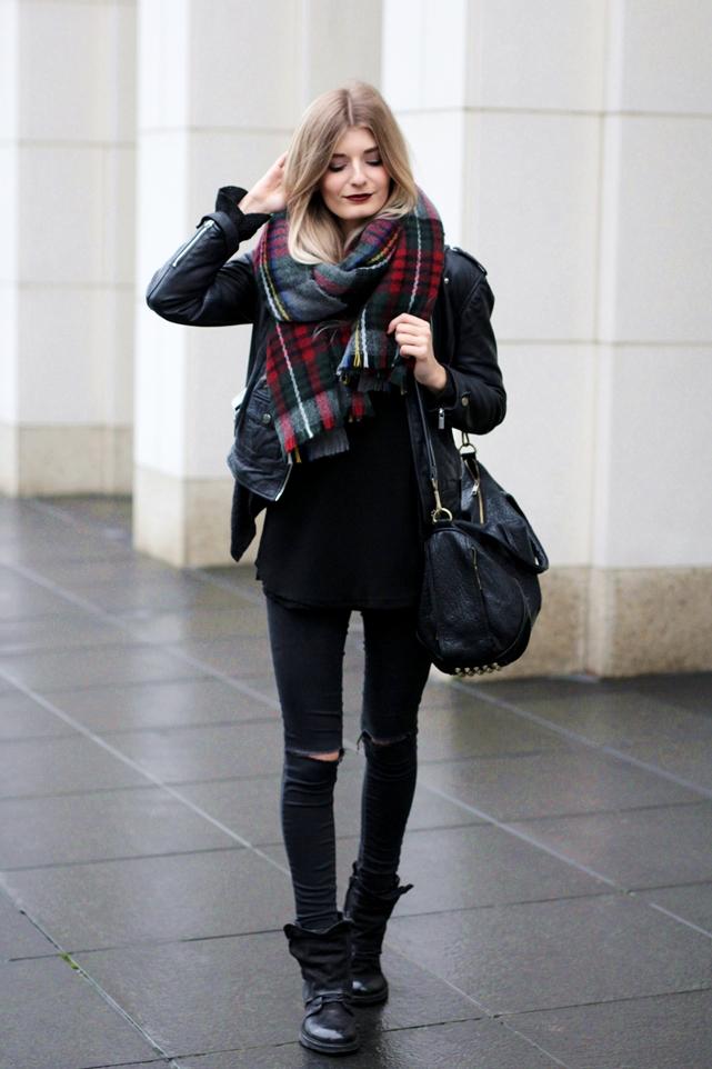 Deutscher-Modeblog-German-Fashion-Blog-Black-Outfit-Lederjacke-1