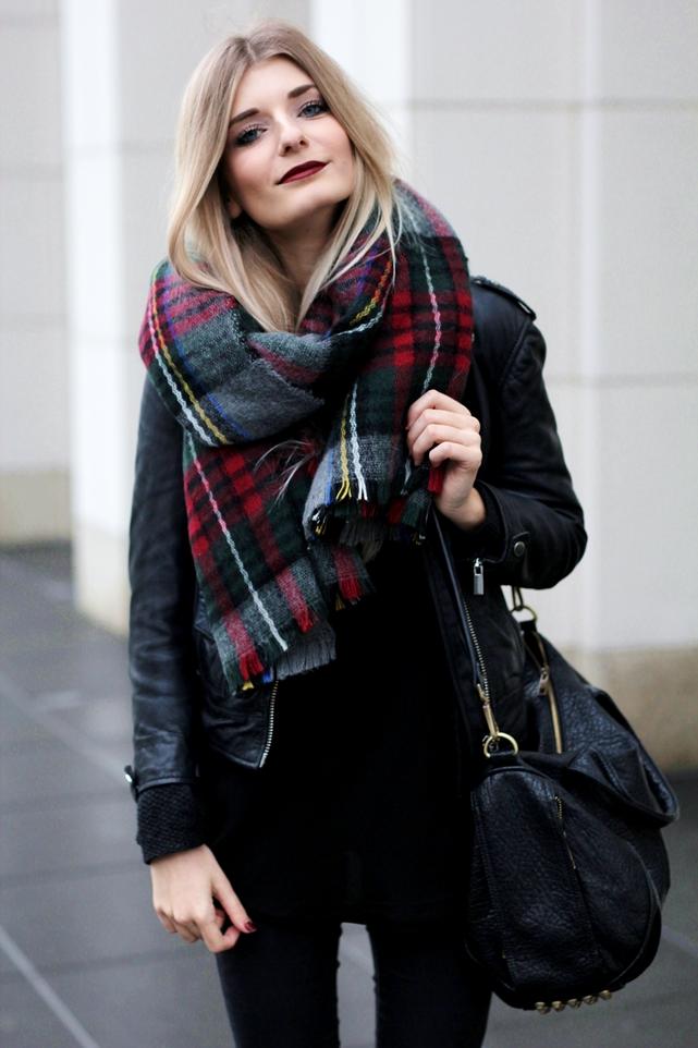 Deutscher-Modeblog-German-Fashion-Blog-Black-Outfit-Lederjacke-6