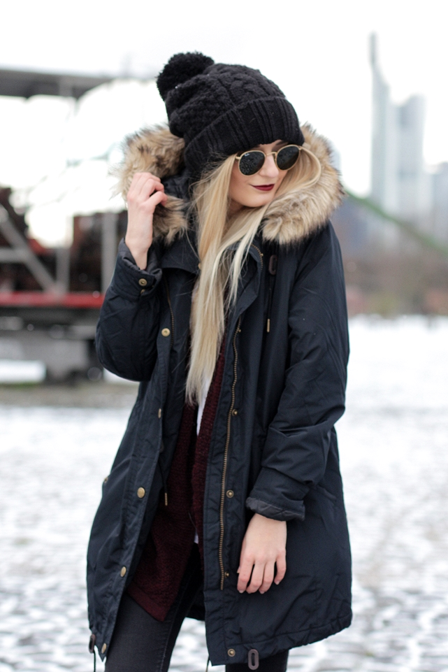 Deutscher-Modeblog-German-Fashion-Blog-Black-Outfit-Winterjacke-Mütze-Doc-Martens-8