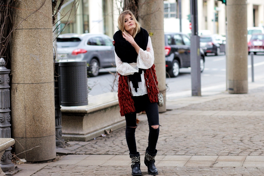 Deutscher-Modeblog-German-Fashion-Blog-Outfit-rote-Weste-Skinny-Jeans-3