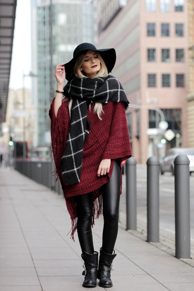 Deutscher-Modeblog-German-Fashion-Blog-Rotes-Cape-Poncho-Lederleggings-Outfit-2