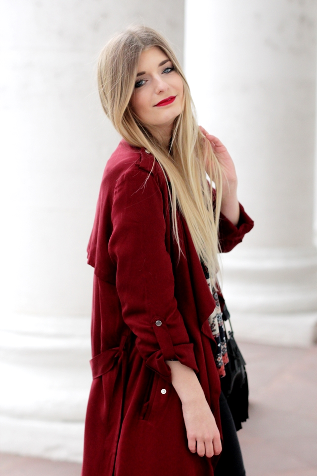 Modeblog-German-Fashion-Blog-roter-Trenchcoat-Boho-Bluse-5