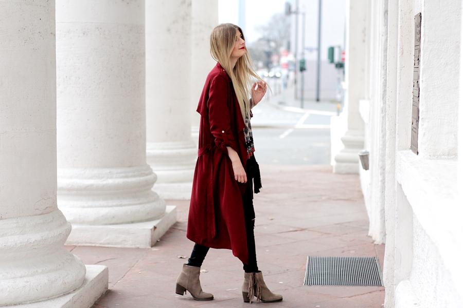 Modeblog-German-Fashion-Blog-roter-Trenchcoat-Boho-Bluse-8