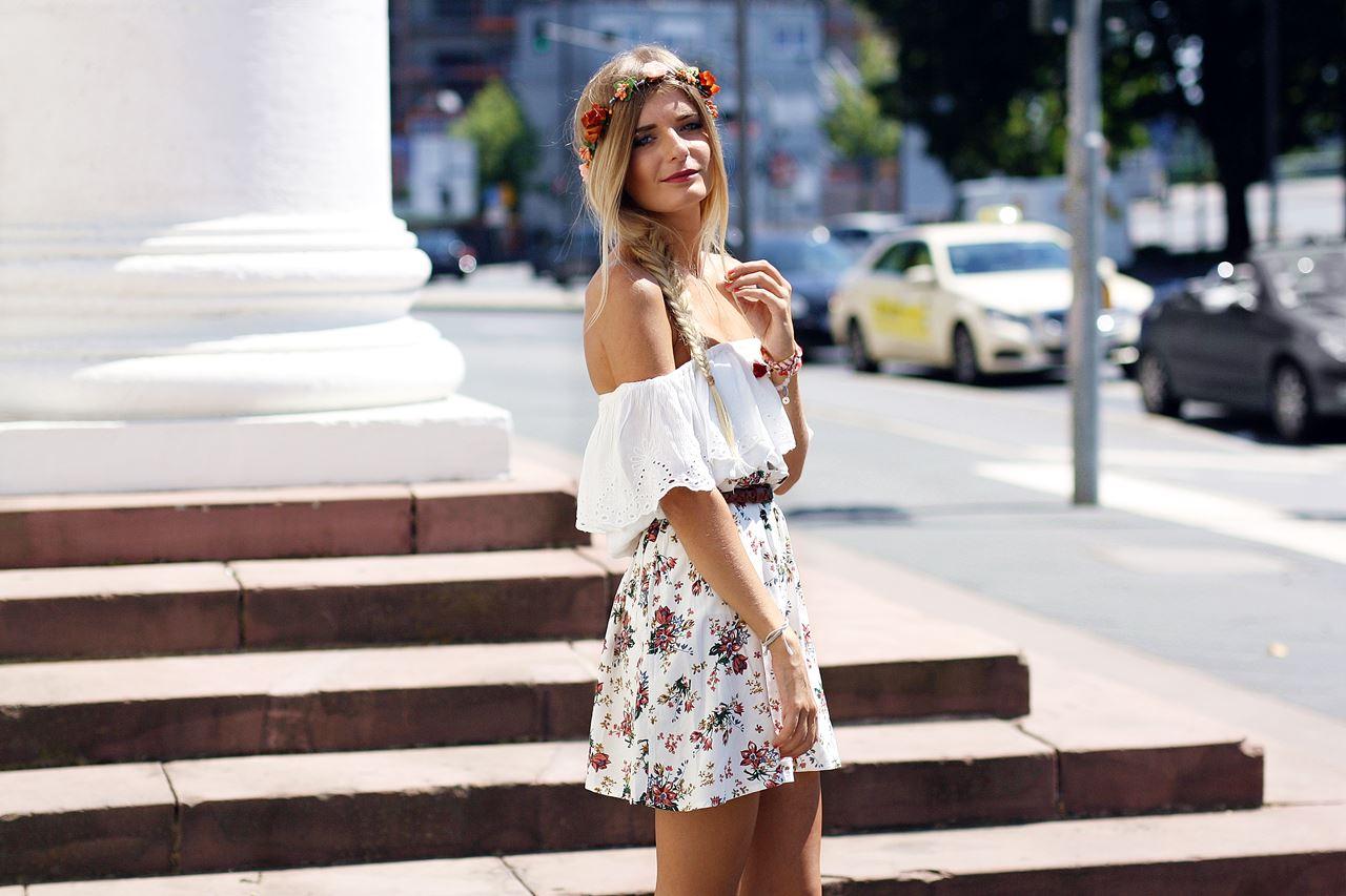 Modeblog-German-Fashion-Blog-Outfit-Blumenrock-Schulterfrei-6