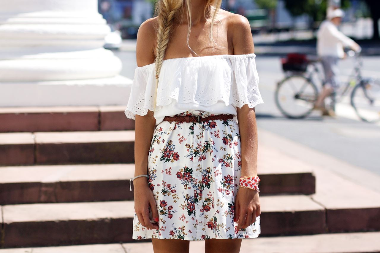 Modeblog-German-Fashion-Blog-Outfit-Blumenrock-Schulterfrei-7