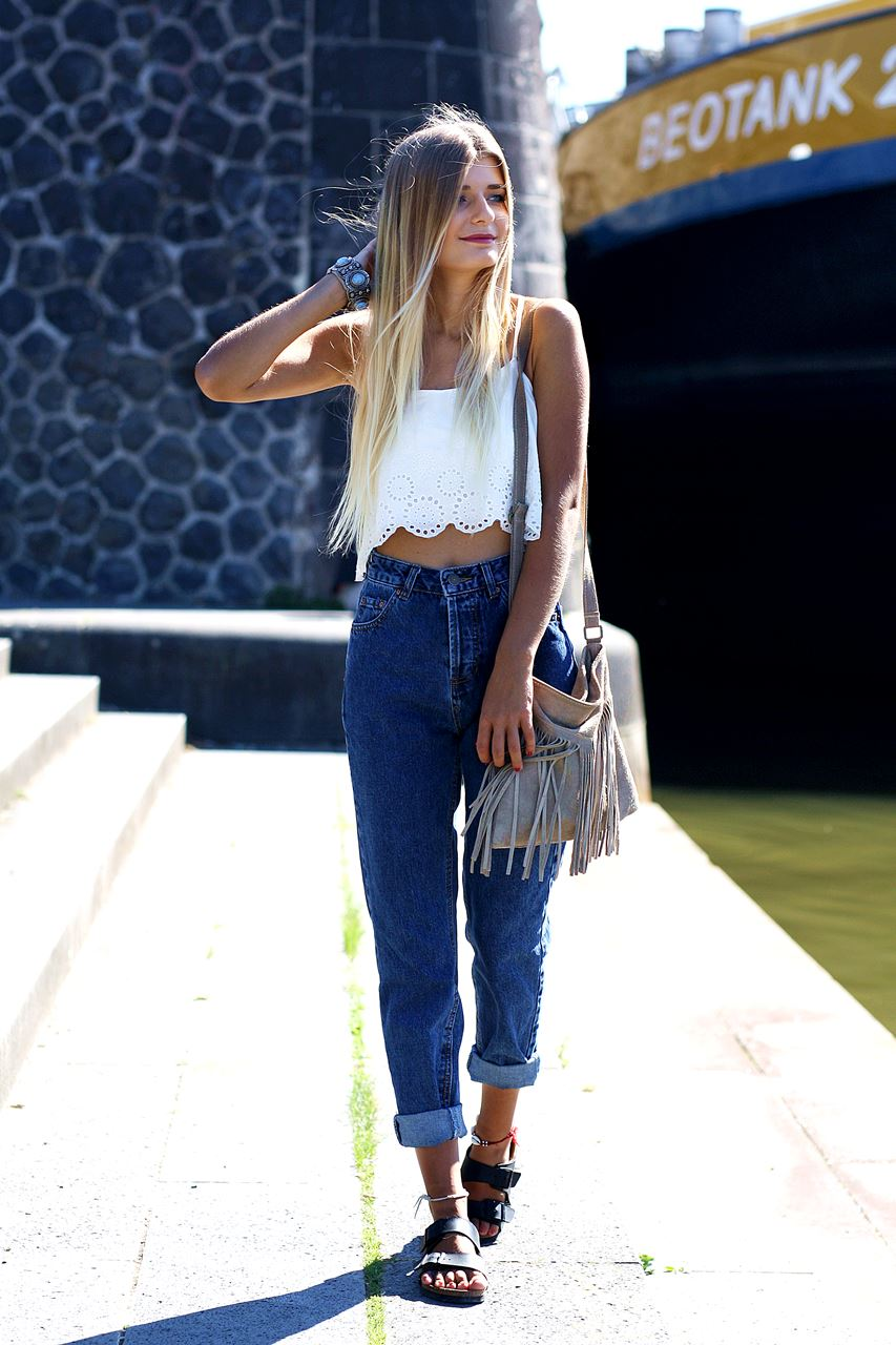 Modeblog-German-Fashion-Blog-Outfit-Mom-Jeans-Crop-Top-Birkenstocks-2