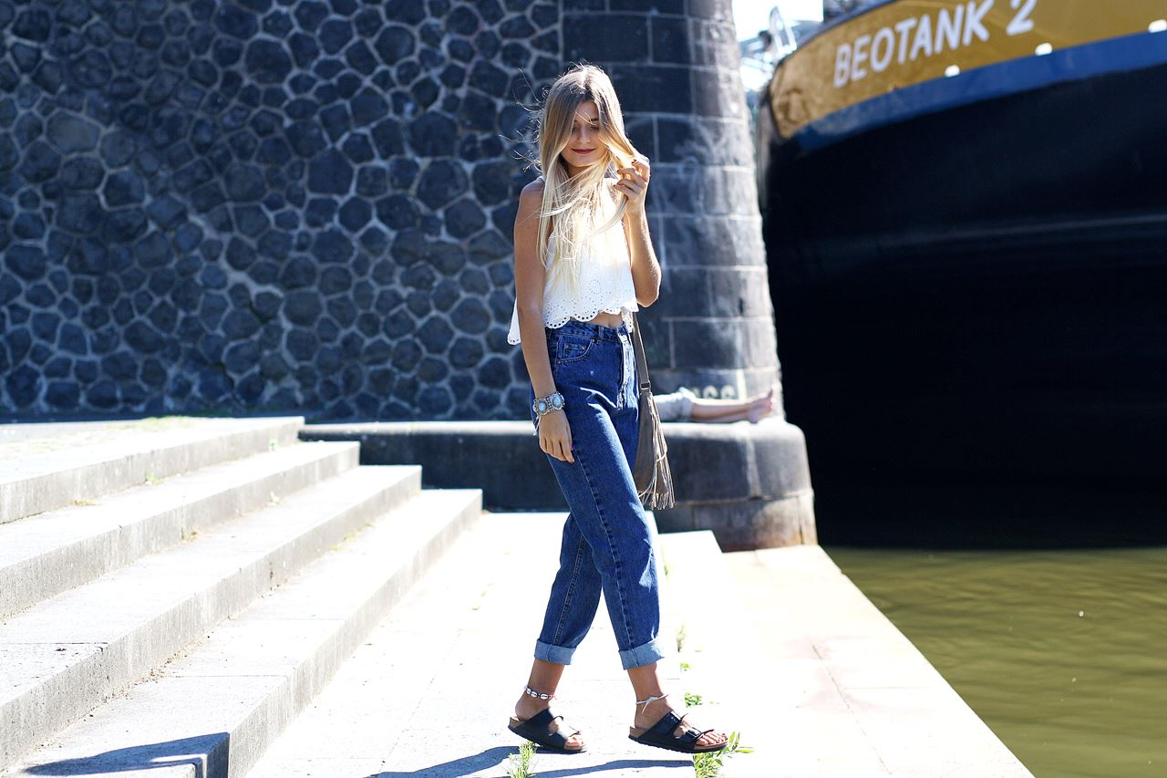 Modeblog-German-Fashion-Blog-Outfit-Mom-Jeans-Crop-Top-Birkenstocks-3