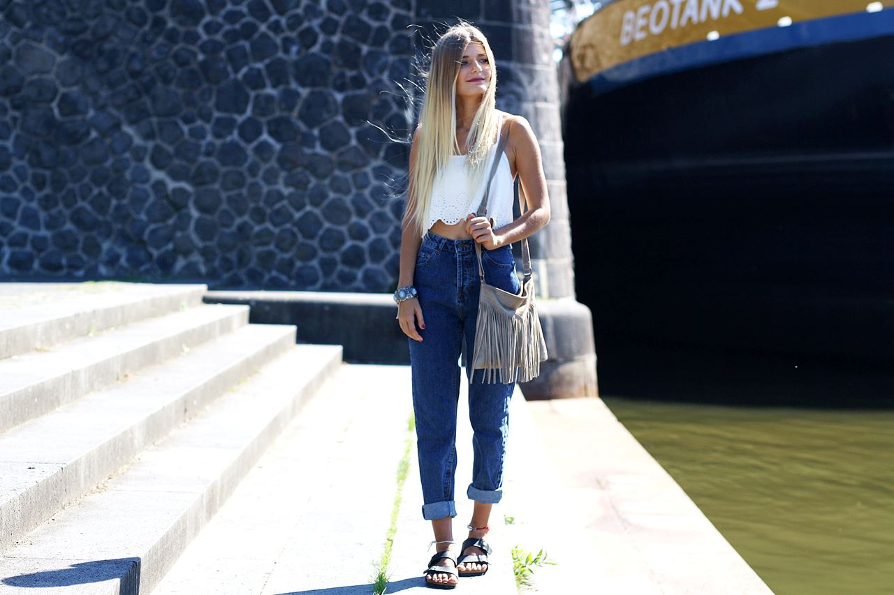 Modeblog-German-Fashion-Blog-Outfit-Mom-Jeans-Crop-Top-Birkenstocks-4