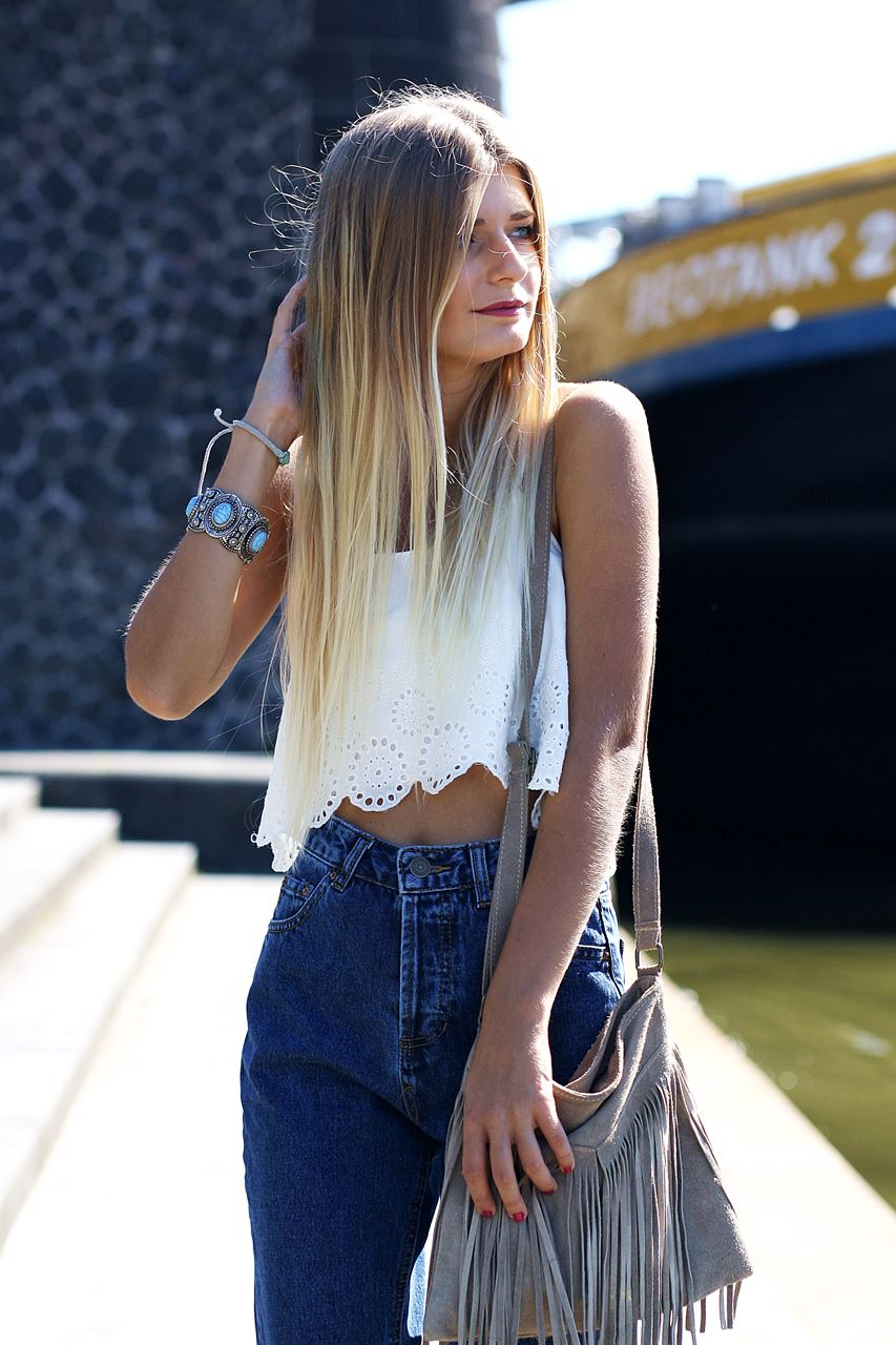 Modeblog-German-Fashion-Blog-Outfit-Mom-Jeans-Crop-Top-Birkenstocks-6