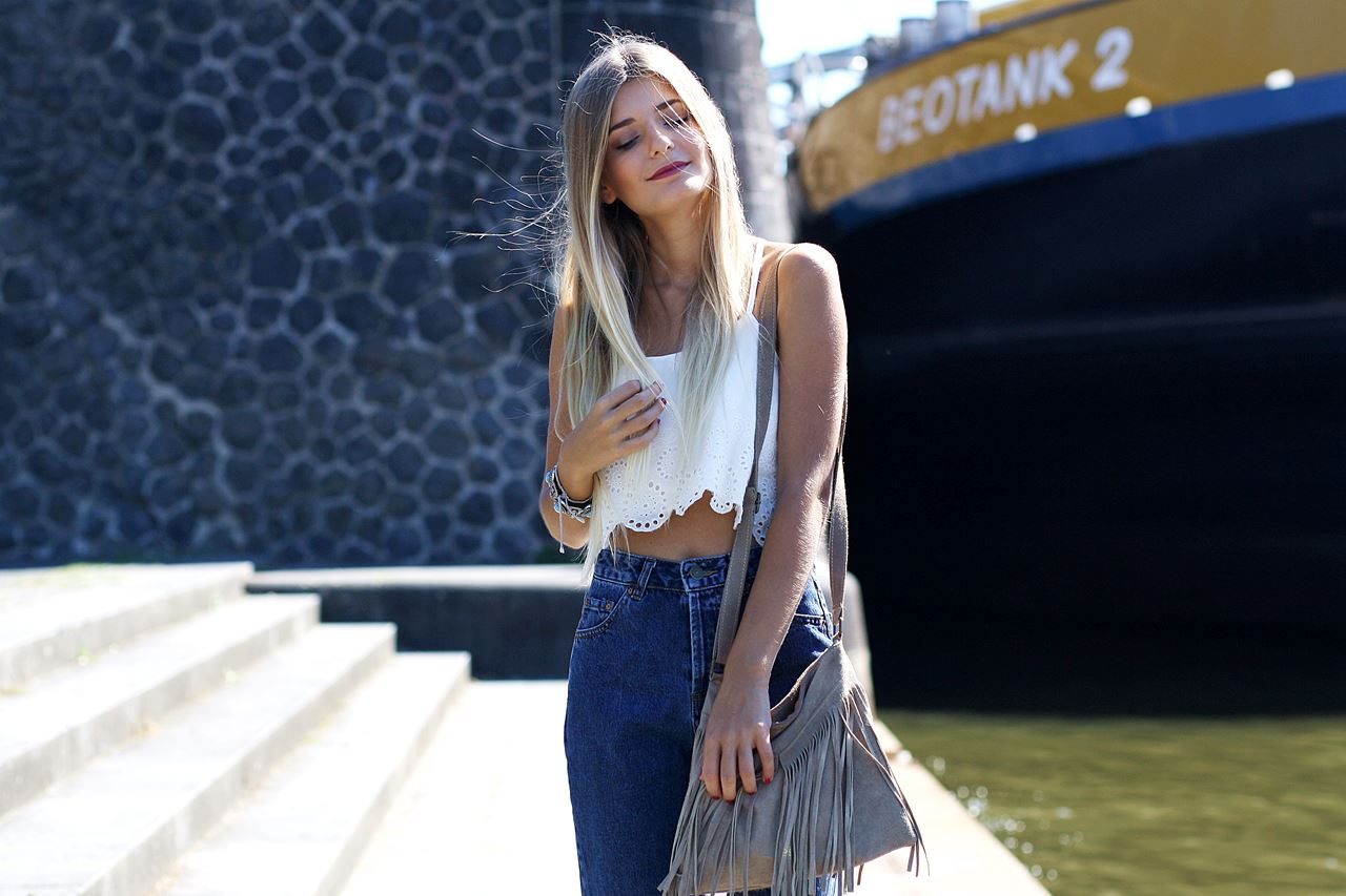 Modeblog-German-Fashion-Blog-Outfit-Mom-Jeans-Crop-Top-Birkenstocks-7
