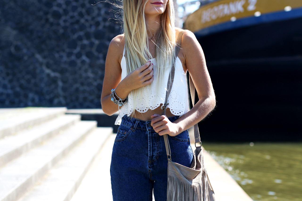 Modeblog-German-Fashion-Blog-Outfit-Mom-Jeans-Crop-Top-Birkenstocks-8