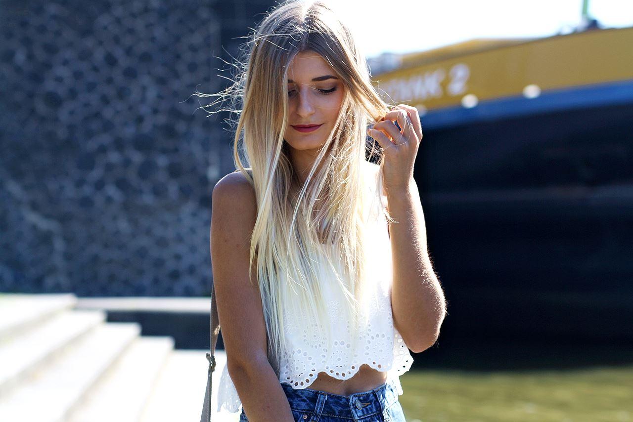 Modeblog-German-Fashion-Blog-Outfit-Mom-Jeans-Crop-Top-Birkenstocks-9
