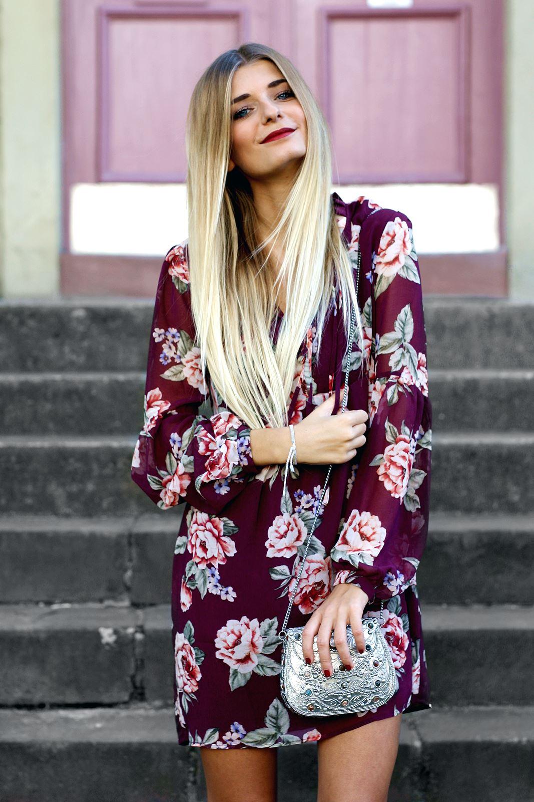 modeblog-german-fashion-blog-outfit-stiefeletten-rotes-blumenkleid-2