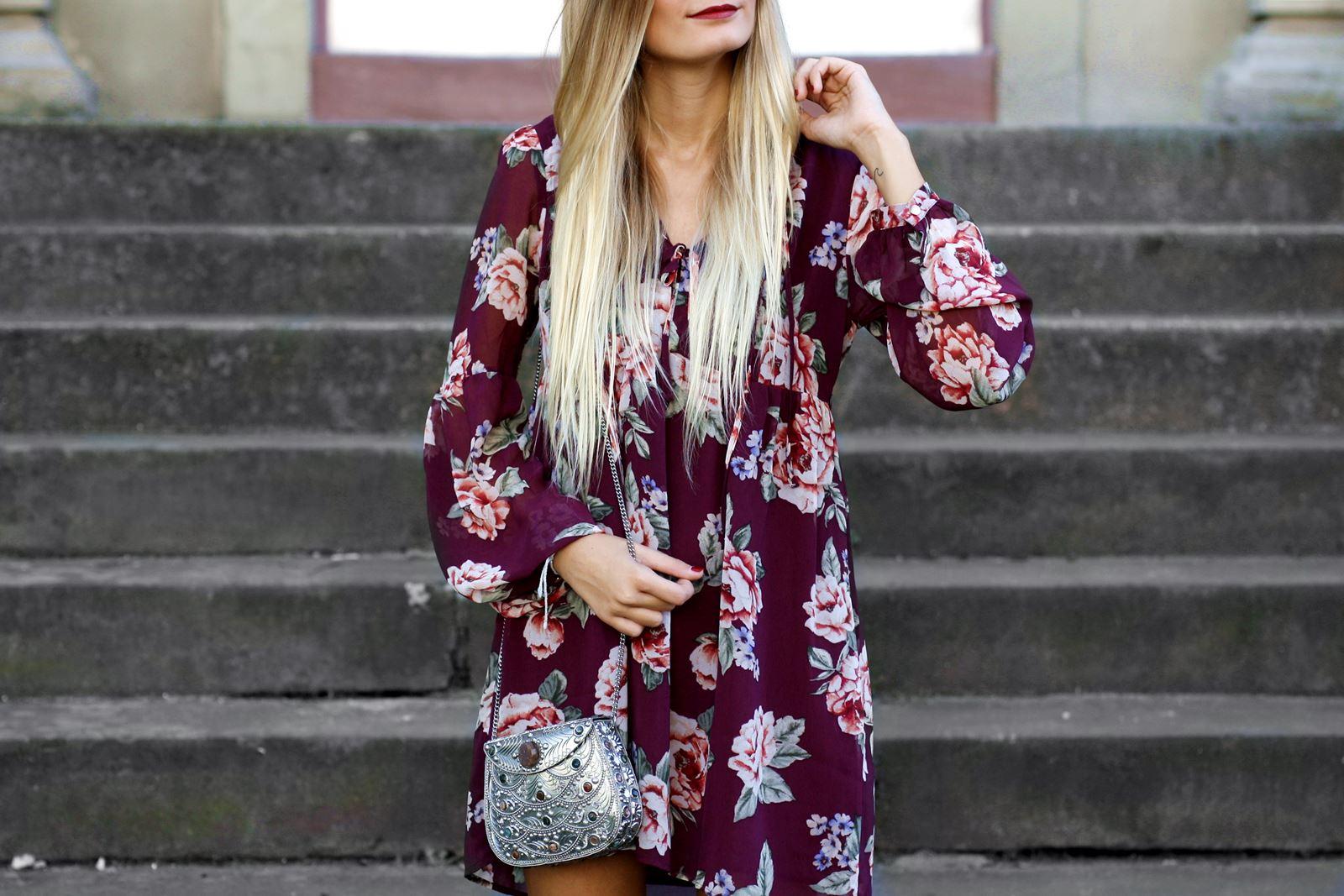 modeblog-german-fashion-blog-outfit-stiefeletten-rotes-blumenkleid-4