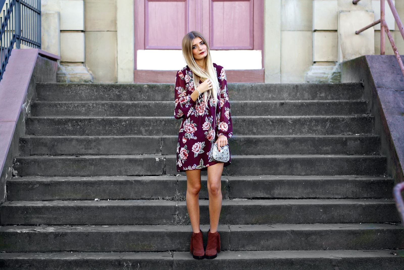 modeblog-german-fashion-blog-outfit-stiefeletten-rotes-blumenkleid-8